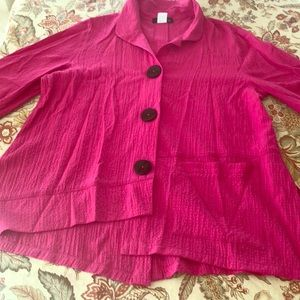 Swing top with button accent